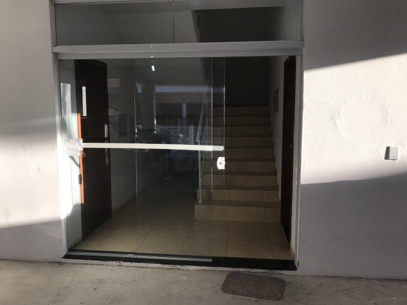 Apartamento com 2 Dormitórios à venda, 72 m² por R$ 165.000,00